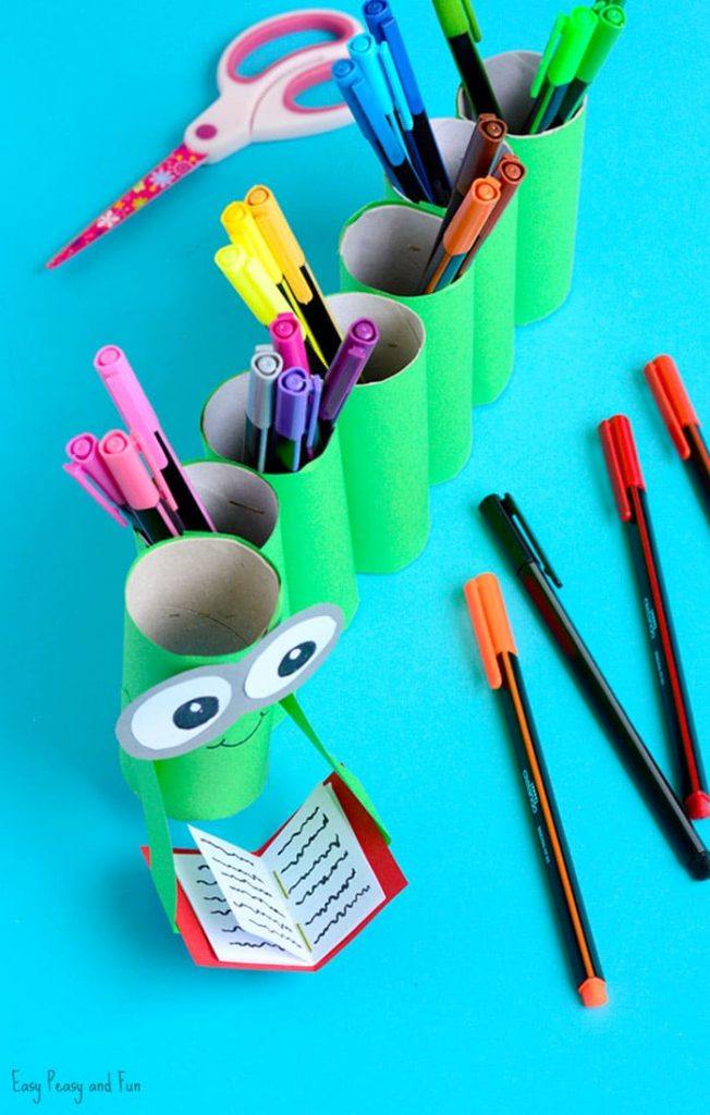 DIY-Bookworm-Paper-Roll-Pencil-Holder-Craft-for-Kids