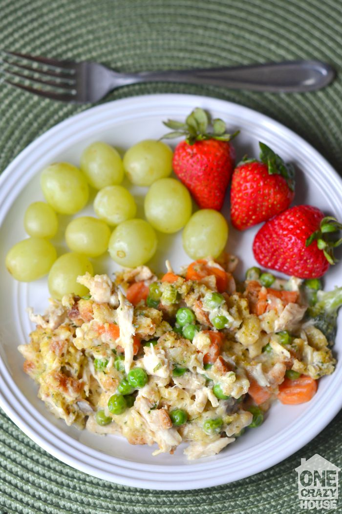 Delicious Crock Pot Chicken, Stuffing and Veggies