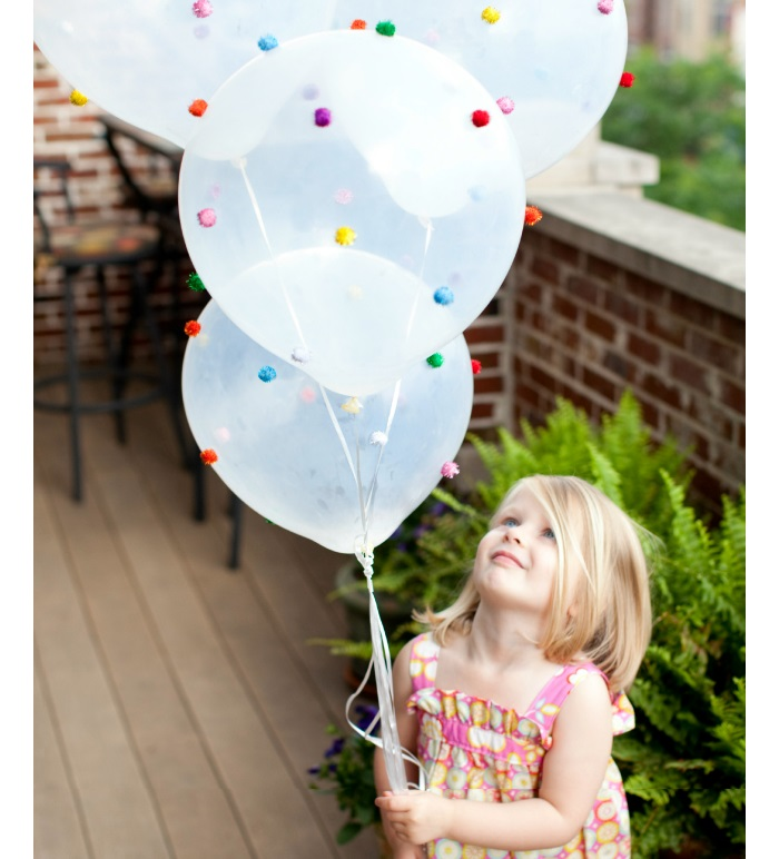 Design improvised baloons pom pom