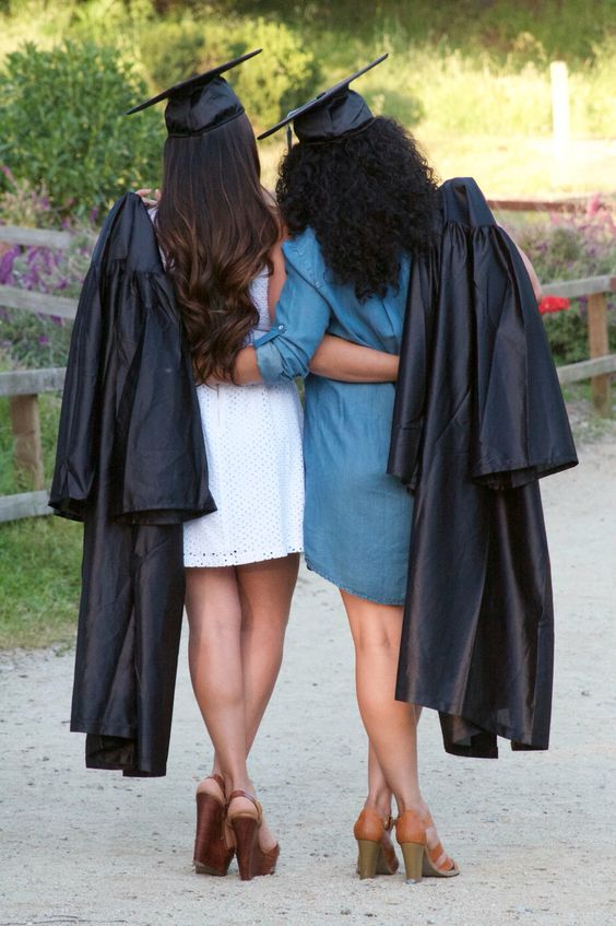 best friend graduation pose