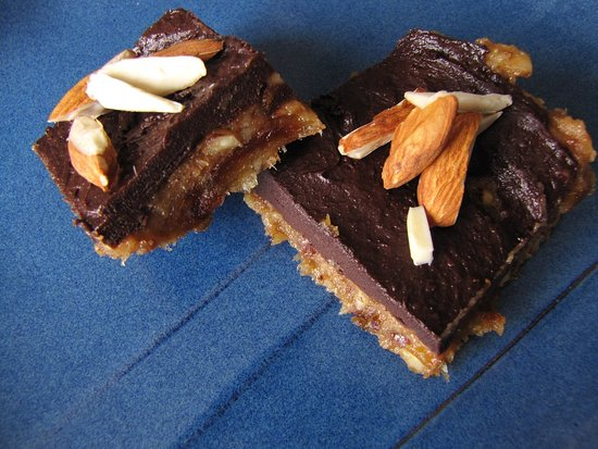 no bake banana chocolate almond squares