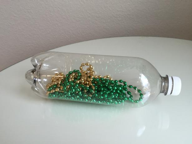 beaded-garland-in-soda-bottles