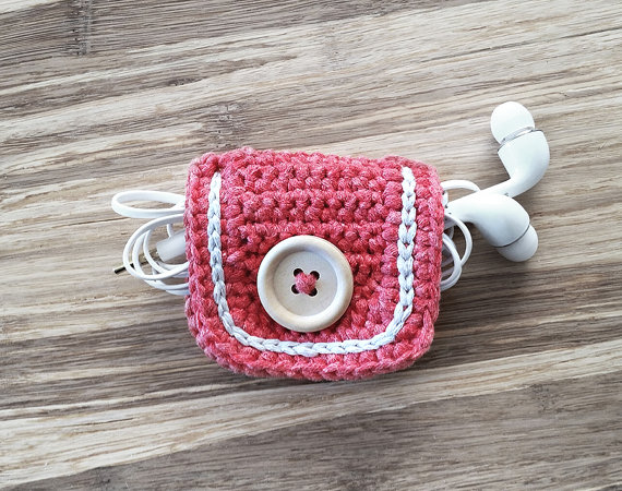 crocheted-cord-holder