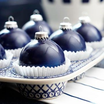 cupcake-liners-for-ornament-storage