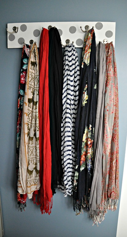 15 super simple ways to organize scarves diy scarf hanger solutioingenieria Images