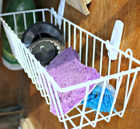 sponges and sink stoppers