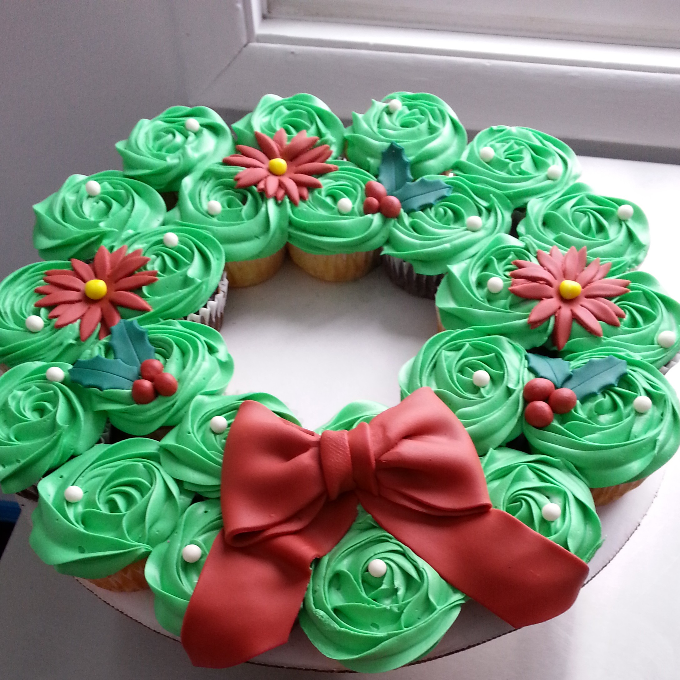 christmas-cupcake-wreath