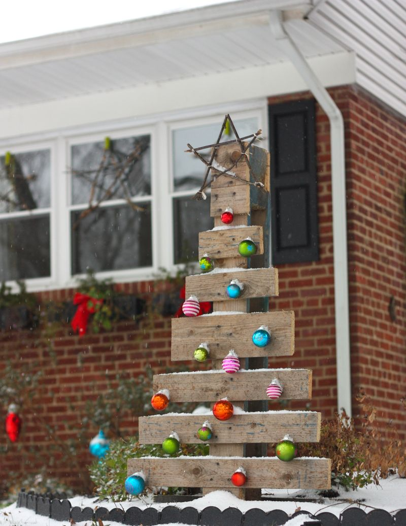 pallet christmas tree - Cheap Outside Christmas Decorations