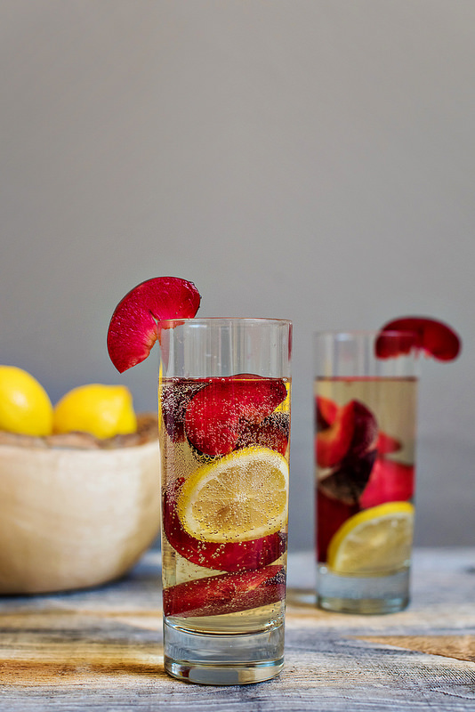 plum-spritzer-cocktail