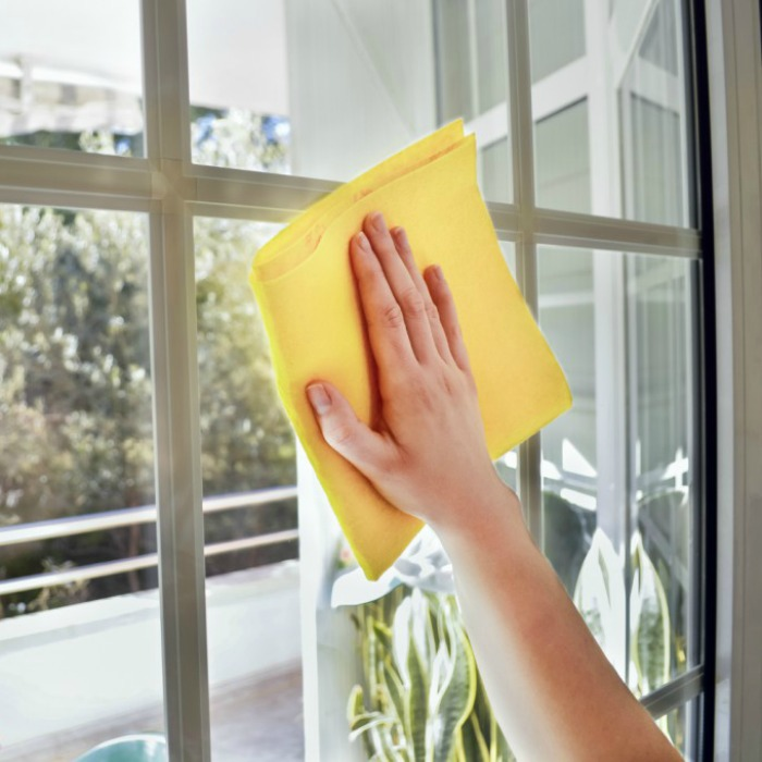 Simple 3 Ingredient Homemade Window Cleaner