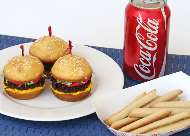 cupcake-hamburgers-with-cookie-fries