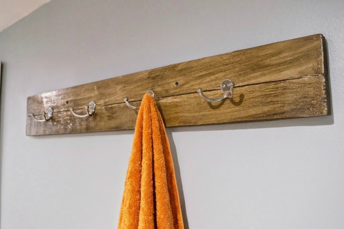 wood-towel-bar