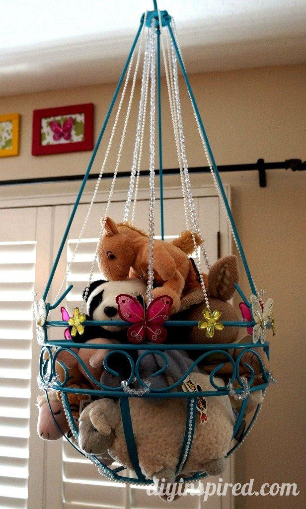 18 genius stuffed animal storage ideas attach stuffed animals to a ribbon with clothespins and hang them in a corner to get them out of the way solutioingenieria Image collections