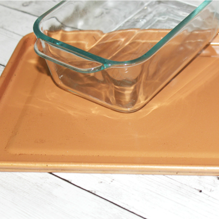 Two of the Best Ways to Remove Bakeware Stains on Glass and Aluminum