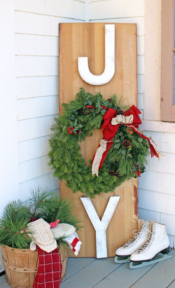 joy outdoor wreath