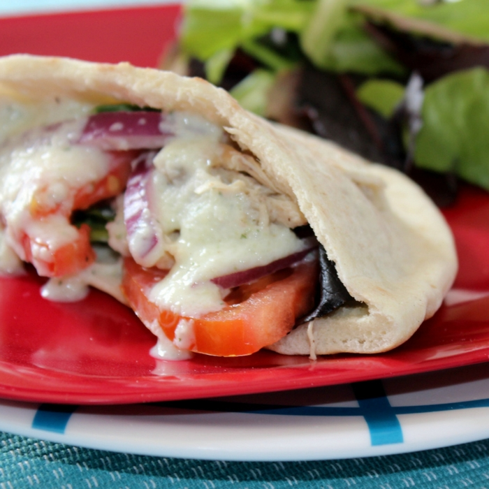 Crock Pot Chicken Gyros With Tzatziki Sauce (1)