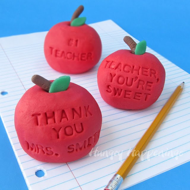 Back to School Teacher Gifts- Vanilla Fudge Apples - Hungry Happenings