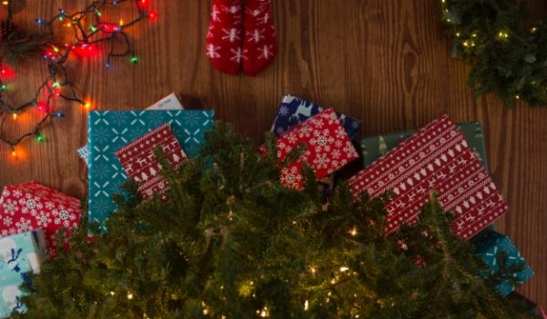 how to save money this Christmas, stay within holiday budget