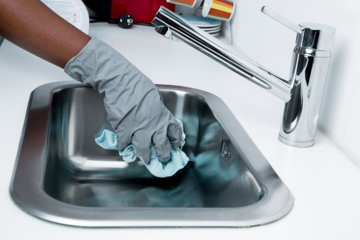 How To Clean Your House For Guests This Holiday Season: 7 Quick Tips