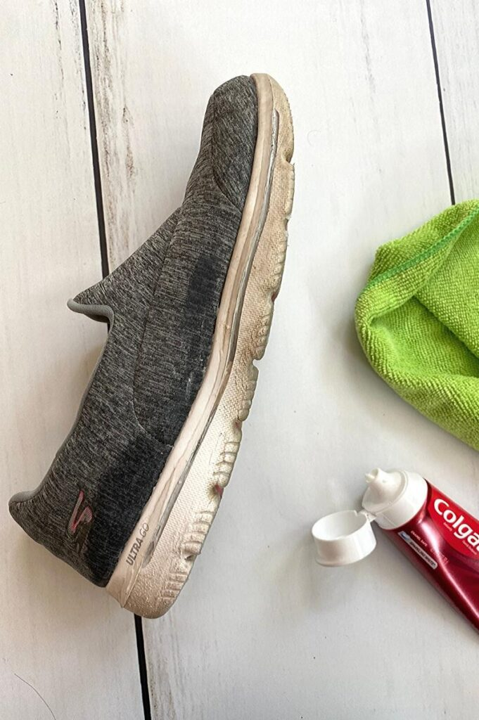 How to clean tennis shoes with toothpaste