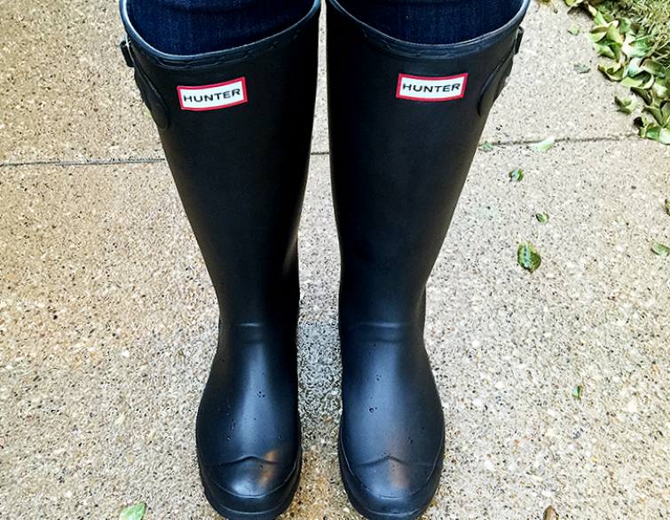 Tips and tricks for boots: Clean hunter boots that used this tip for removing white bloom